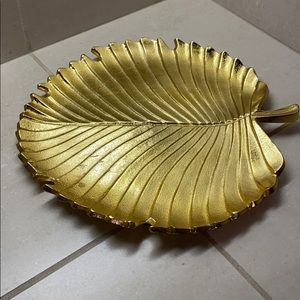 Leaf accent plate